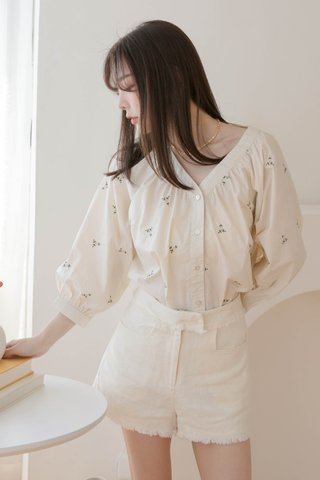 HONEY YU KR FLORAL EMBROIDERY TOP IN CREAM