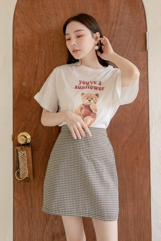 ALMOND HONEY SUNFLOWER BEAR TEE IN WHITE