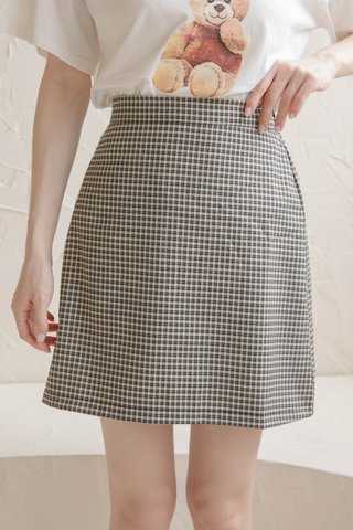 ALMOND HONEY CHECKERED SKIRT IN BLACK