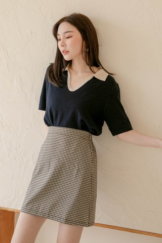 HONEY LOVE KR CONTRAST POLO KNIT TOP IN NAVY BLUE