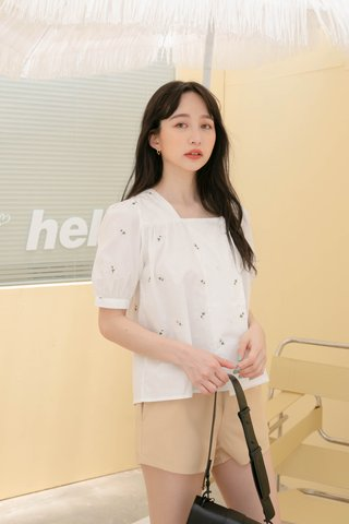 LEMON HONEY KR FLORAL EMBROIDERY TOP IN WHITE